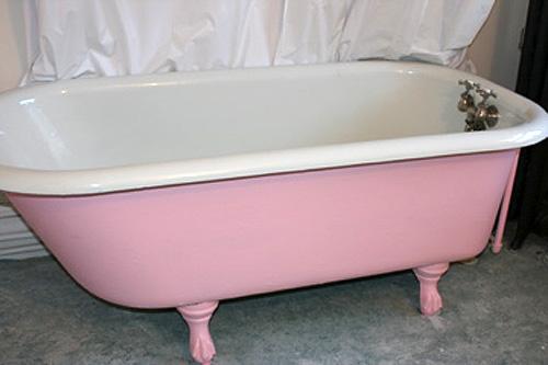 Casapinka's pink bathtub