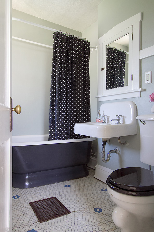 Our vintage bathroom making it lovely for Retro bathroom designs