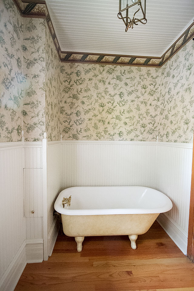Bathroom (Second Floor)