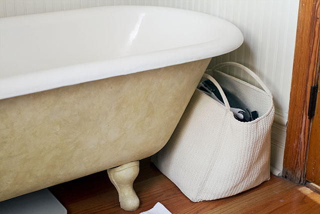 Faux-Finished Clawfoot Bathtub