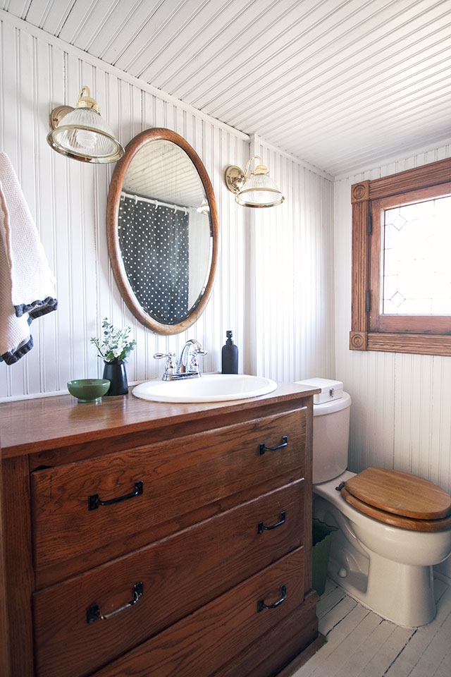 Black, White, and Wood Bathroom #makingitlovely