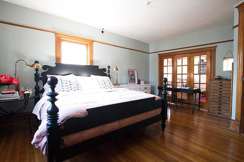 Bedroom with Quincy Bed