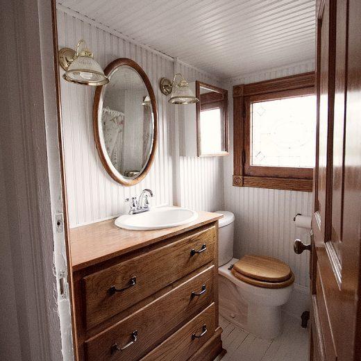 Third Floor Bathroom (Before)