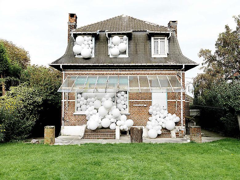 Invasion - Balloon Installations by Charles Pétillon