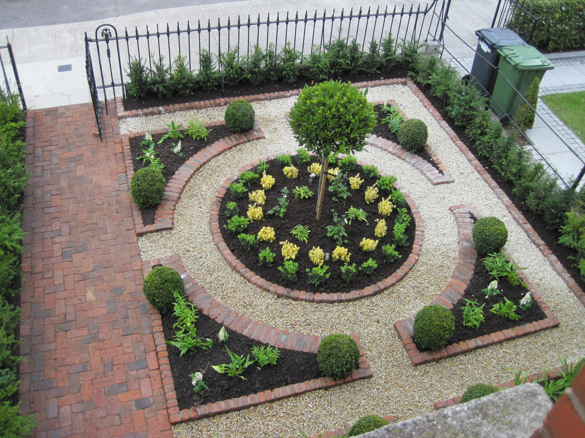 A small garden victory a formal plan making it lovely for Small modern garden design ideas