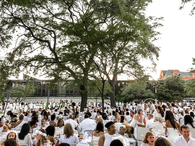 Chicago Dîner en Blanc 2018 - The Crowd at IIT