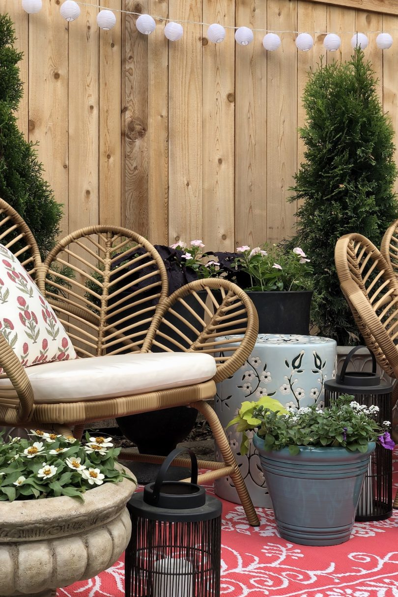 Create a Cute Backdrop with Seating and Plants in Containers | Making it Lovely
